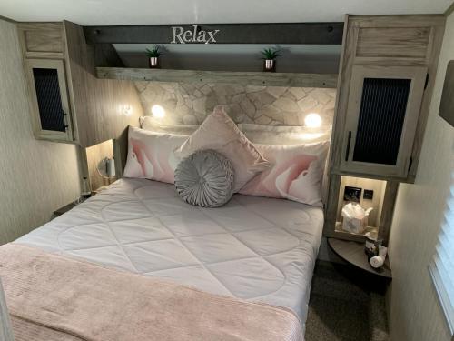 965 bedroom