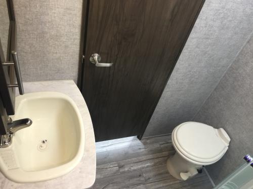 EuroCruiser 915 Elite Bathroom